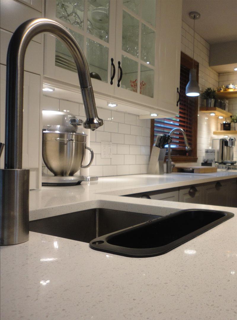 installation de lavabo dans la cuisine